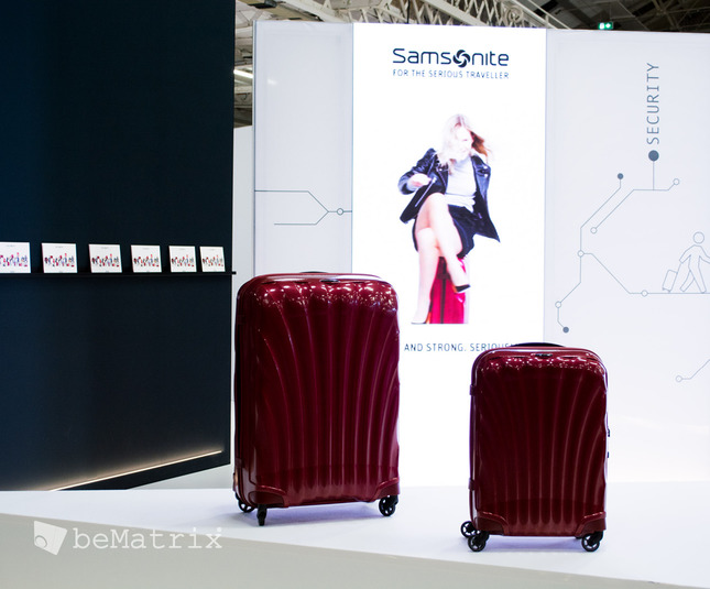 LEDskin® integrated in Samsonite stand @ FTE Dublin - Foto 5